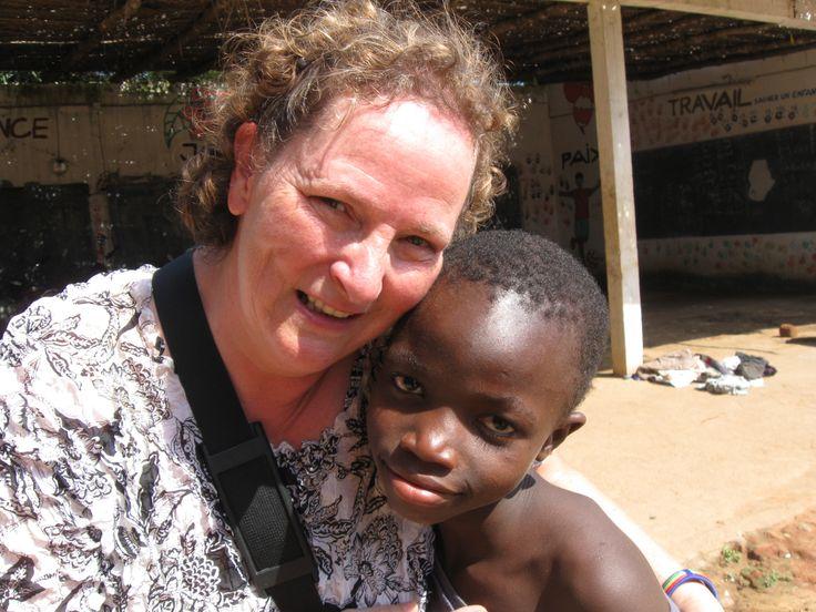 Doris Cloutier, Iberville. Tout au long de sa vie, Doris a toujours eu à cœur le bien-être des enfants. À l'automne 2012, elle a saisi une opportunité qui s'est présentée à elle et a pris la décision de se joindre à la première édition du stage au Bénin/Togo avec l'ONG T.E.A.M. Ce fut une expérience des plus enrichissantes pour elle, qui lui a permis de faire des apprentissages et de grandir comme personne en plus de créer des ponts avec des enfants et des jeunes grâce à son implication.