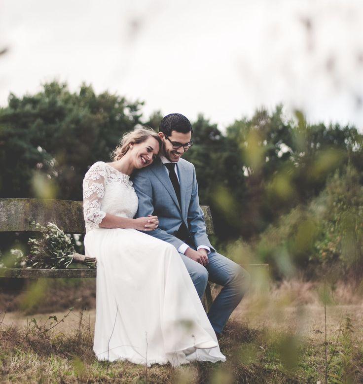 Onze prachtige #bruid Maaike in haar mooie custom made #bruidsjurk op een bankje met haar grote liefde 😍 gefeliciteerd!! 🎉👰🏽 #weirdcloset