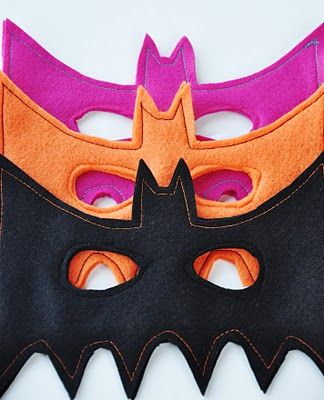 bat mask tutorial by Susan from Living with Punks featured on The Train to Crazy