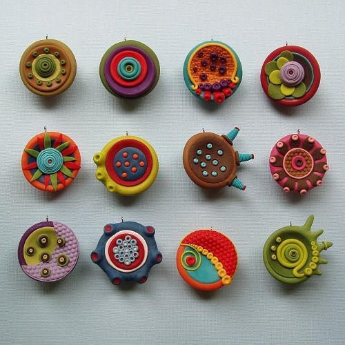 Jana Lehmann's cosmic blossoms- polymer clay pendants No instructions, just a great idea!