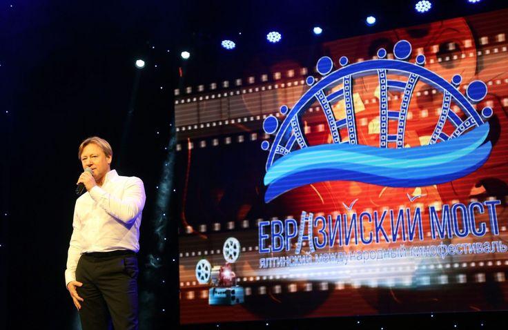 В Крыму пройдет международный кинофестиваль с 30 сентября по 5 октября   «Евразийский мост» – первый международный кинофестиваль пройдет с 30 сентября по 5 октября в Ялте.  Торжественное открытие состоится 30 сентября в концертном зале «Юбилейный».  Это будет настоящий светский вечер с дефиле по красной дорожке звезд отечественного кинематографа. Приедет на открытие и главный вдохновитель фестиваля – Никита Михалков – режиссер, народный артист Российской Федерации.  Участники фестиваля –…