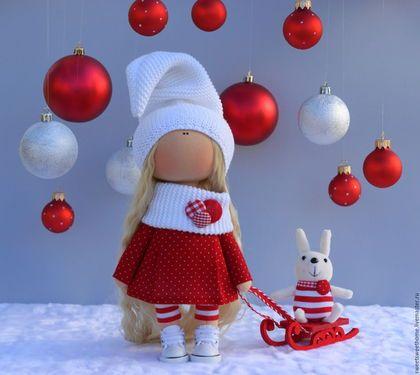 Купить или заказать Новогодняя куколка в интернет-магазине на Ярмарке Мастеров. Куколка украсит интерьр вашего дома и создаст особую праздничную, новогоднюю атмосферу в зимние праздники. Единственный экземпляр.