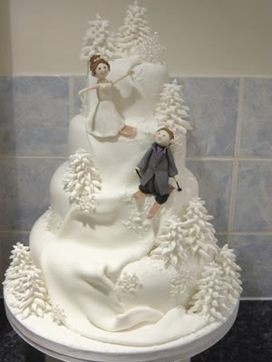 Snowboarding and Skiing wedding cake- would obviously have to be changed to two skiers, but still adorbs