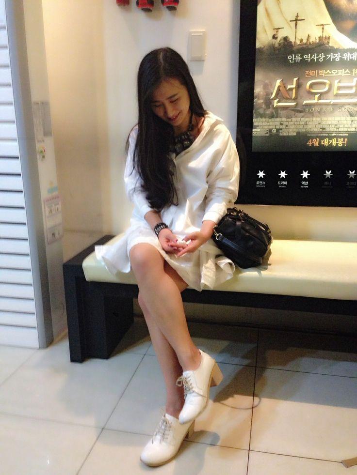 #shirt #style #fashion #whiteshirt #데일리룩 #데일리코디 #statement #necklaces #화이트셔츠 #outfit #플레어스커트 #4월코디 #룩북