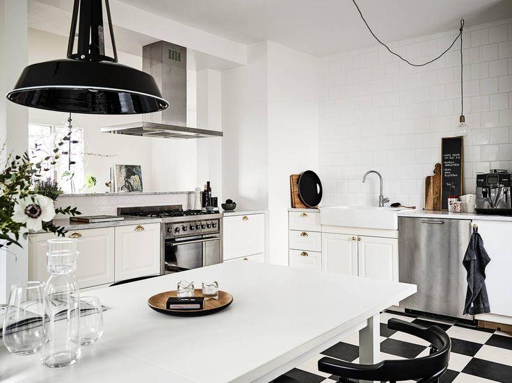 Totalrenoverad lägenhet med låg avgift och härlig villakänsla - Stadshem