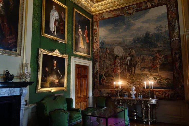 Bu ev öncesi Yorkshire bölgesinde Castle Howard'ın inşaatına devam eden John mimar Nicholas Hawksmoor ile çalışmaktaydı... Daha fazla bilgi ve fotoğraf için ; http://www.geziyorum.net/blenheim-palace/