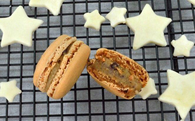 Mince Pie Macarons, handmade in London and Gluten Free.  Seasonal range winter 2015, #GanacheMacaron #glutenfree #handmade #macarons #macaroons #HolidayMacarons #HolidayFlavours #ChristmasMacarons #WinterFlavours
