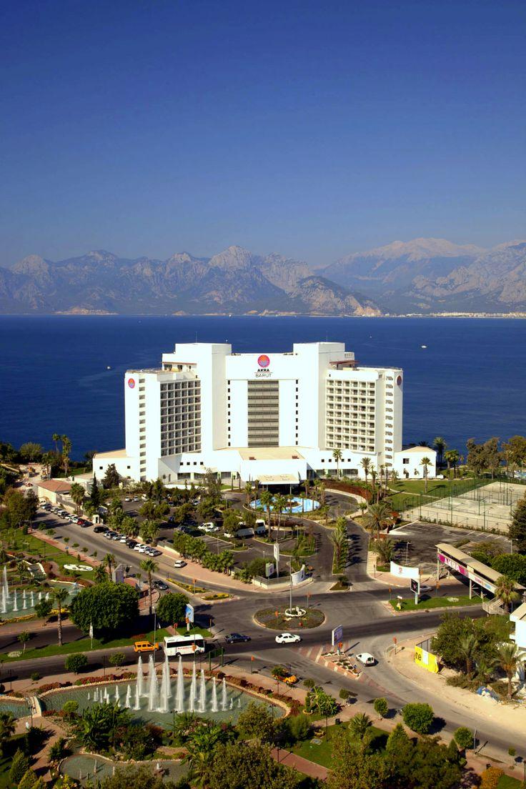 Akra Barut, konuklarına şehrin merkezinde resort otel keyfi sunarken, mükemmel altyapısı ve geleneksel Barut Otelleri hizmet anlayışı ile tüm toplantı ve organizasyonlarınıza ev sahipliği yapıyor!  #AkraBarut #BarutHotels #Antalya