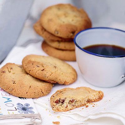 Almond and pecan biscuits- using gram flour