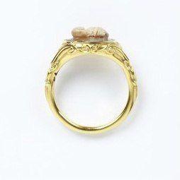 Кольцо с древнеримской камеей с изображением котика. Англия, 1825 год