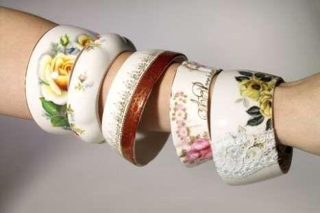 """Bu bilezikler gercek fincanlarin donusturulmesiyle yapilmis. Bir urunun hammaddesini atik olarak donusturmek yerine  ondan yeni bir urun uretmeye """"ileri donusum - upcycling deniyor ve bu bilezikler de güzel bir upcycling ornegi #porselen #upcycling #bilezik #upcycling #ileridonusum  www.twitter.com/porselensepeti   www.facebook.com/porselensepeti"""