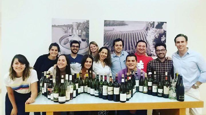 Bravo  Excelente grupo de aficionados y profesionales del vino que terminaron hoy su Nivel 2 en Vinos y Espirituosos de la WSET (Wine & Spirit Education Trust)  Para inscribirte en nuestros próximos cursos visita nuestra web  www.thewineschool.cl   #cursodevinos #nivel2 #wsetlevel2 #vino #winelovers