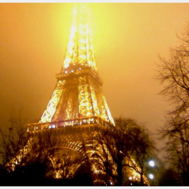 Tour Eiffel Paris France ... en nuit!