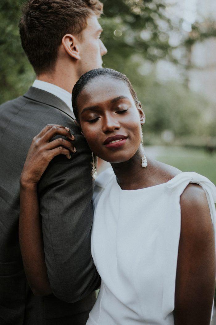 Beautiful Chicago Wedding ceremony Portrait Inspiration at Lake Shore East Park