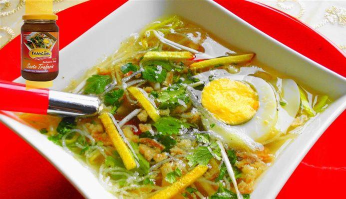 Surinaams eten – Saoto (populairste Surinaamse kippensoep) **** lekker, geen gekookt eitje. Extra: eiermie, tauge, aardappel, kippenvlees in de borden. Lekker met gefrituurde uitjes en frietjes****