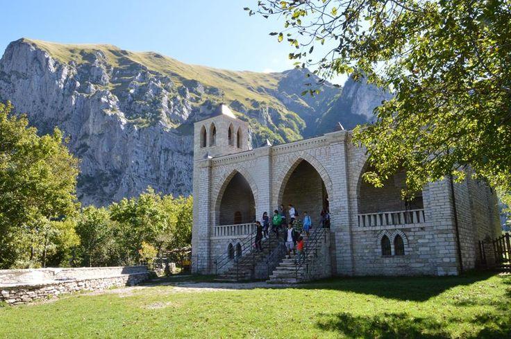 Eremo di San Leonardo, costruito e tuttora abitato da padre Pietro Lavini, un luogo senza tempo