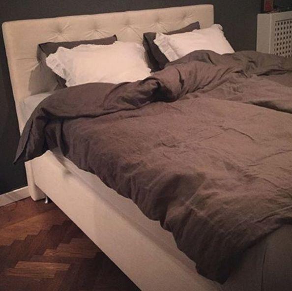 Vit dubbelsäng Zebran med sänggavel. Gavel, säng, dubbelsäng, sovrum, inredning. http://sweef.se/sangar/168-zebran-kontinentalsang-progressiv.html