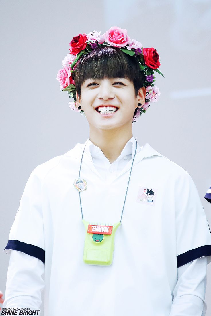 Apesar de por aqui ainda ser dia 31 de agosto, lá na Coréia já está sendo o dia do golden maknae ❤ Como os armys estão felizes, deus kkk Esse sorrisão é o que eu desejo sempre no rosto desse biscoitinho lindo, que se torna uma pessoa mais maravilhosa a cada dia ❤ #HappyJungkookDay