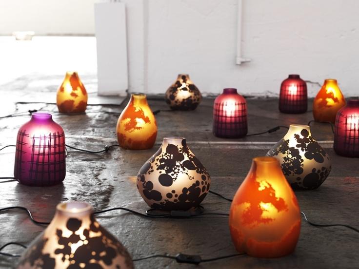 Τα νέα, επιτραπέζια φωτιστικά KOPPAR από τη σχεδιάστρια Amelia  Chong, έχουν ιδιαίτερο σχήμα και είναι σχεδιασμένα για να δημιουργούν έναν απαλό  φωτισμό με προσωπικότητα.