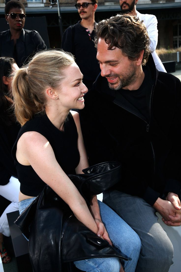 Amanda Seyfried Gets Engaged With a Simple Wedding Band - Vogue