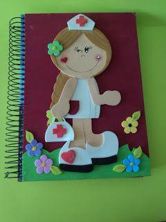 Olá! hoje trago para vocês este caderno decorado com essa charmosa enfermeira. O molde achei na net no blog: http://claudiaartista.blogsp...