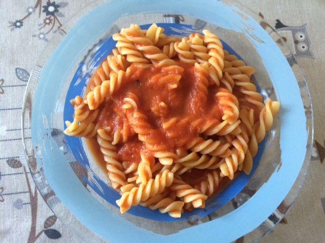 Sugo alla napoletana con la slow cooker Il sugo alla napoletana è un sugo che cuoce dolcemente anche tutta la notte, in una pentola di coccio, curato http://super-mamme.it/2015/10/06/sugo-alla-napoletana-con-la-slow-cooker/
