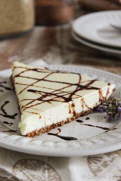Delicie-se com essa torta de leite ninho maravilhosa! A crosta é feita de biscoito de chocolate muito fácil de fazer. Todos irão amar | cozinhalegal.com.br