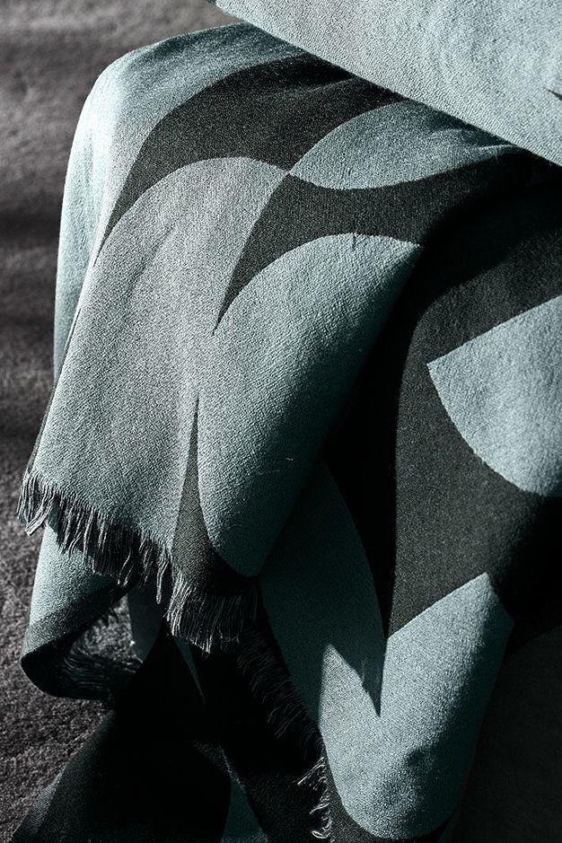 Grafische Kuscheldecke Forma Von Aytm Bild 9 Wolldecke