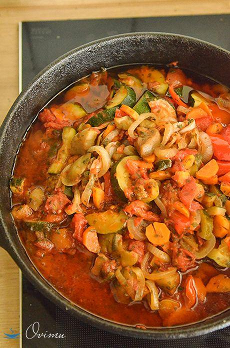 Такое овощное рагу хорошо подходит к любому мясу. Лучше всего употреблять его холодным.