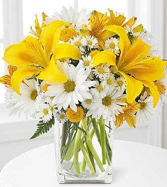 Apartment Design: Fresh Bouquet as Centerpiece