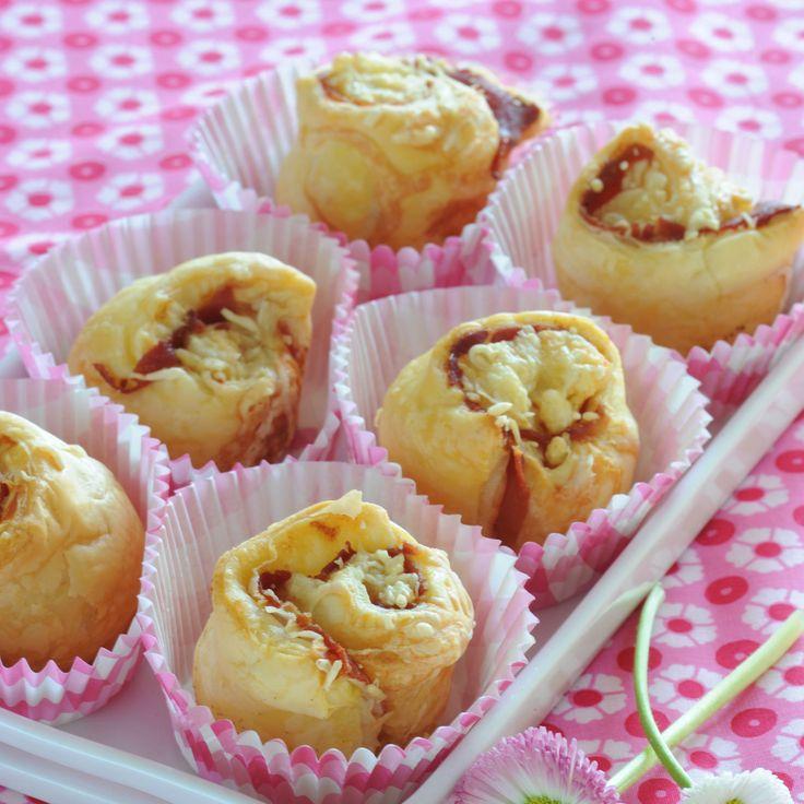 Découvrez la recette Bouchons feuilletés au jambon cru sur cuisineactuelle.fr.