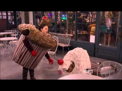 2 Broke Girls - Cupcake costume trip