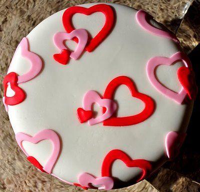 Fondant 10: http://hubpages.com/hub/Basic-Cake-Decorating-Equipment