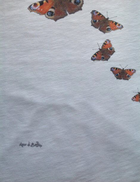 Particolare tshirt farfalle http://www.assodibottoni.com/tshirt-maglietta-donna-farfalle.html