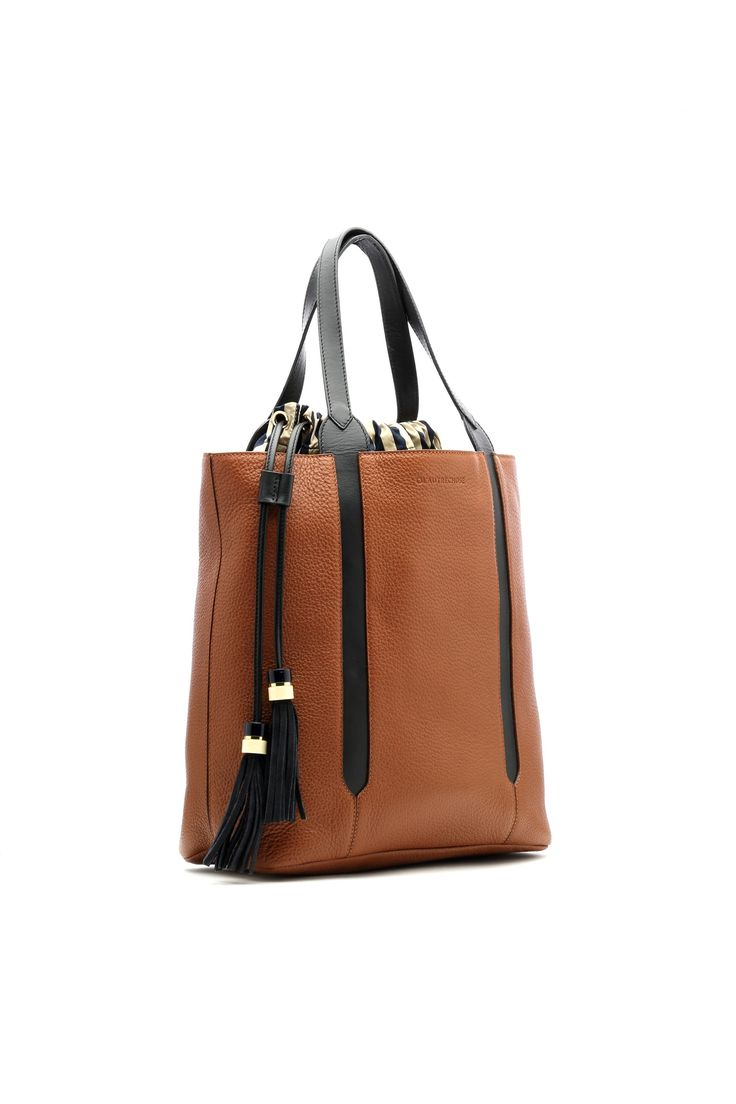 Leather bucket bag.  #lautrechose #fashion #style #workwardrobe #bucketbags #seasontrend #ss15 #bags #accessories