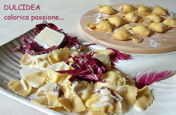 Tortelli di pera e formaggio con salsa al radicchio rosso