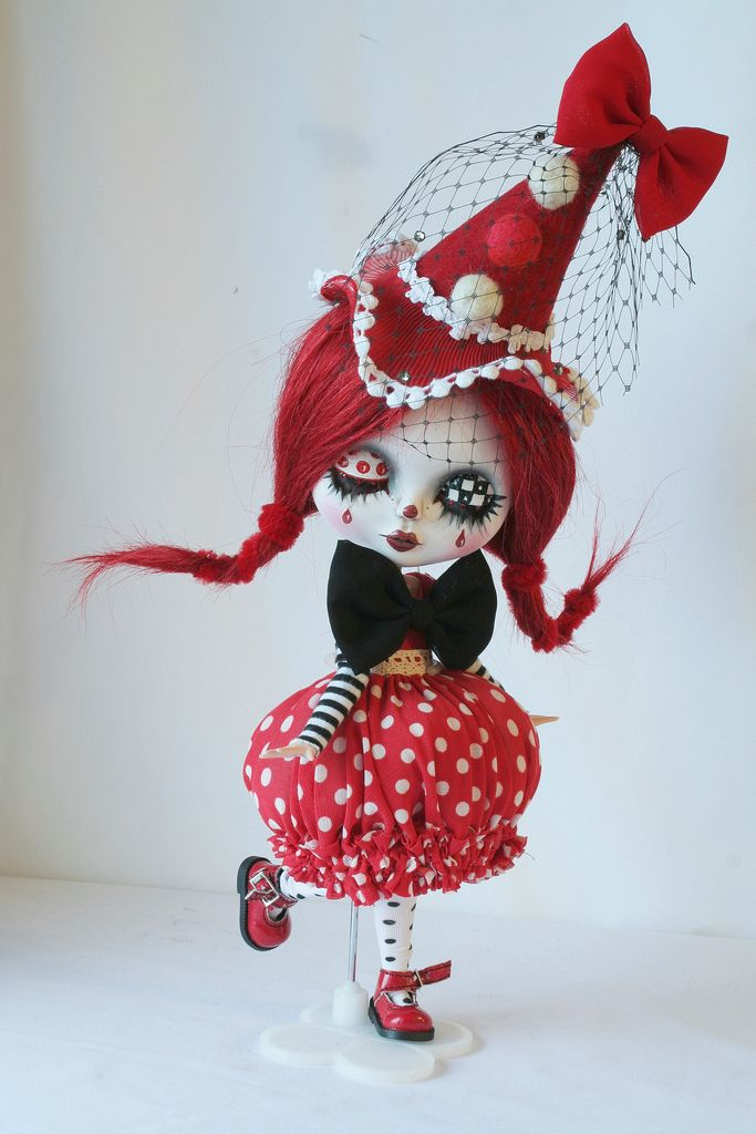 https://flic.kr/p/95V3dp   Custom blythe: petit clown rouge en cours