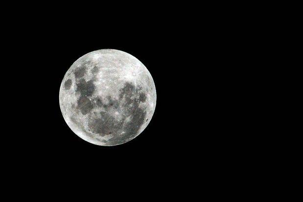 Imagen de la luna captada desde Santiago, Chile.