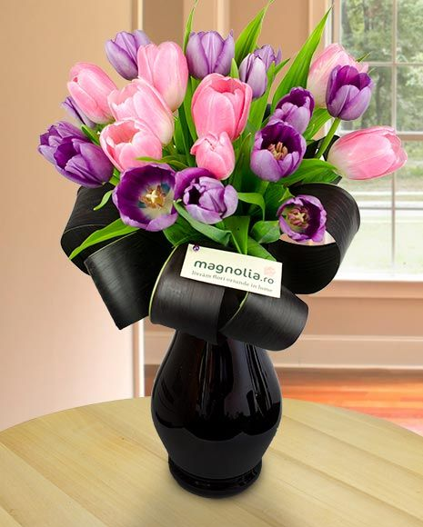 Buchet cu lalele mov si roz. Perfect pemtru o persoana delicata.    Purple and pink tulip bouquet. Perfect for a delicate person.