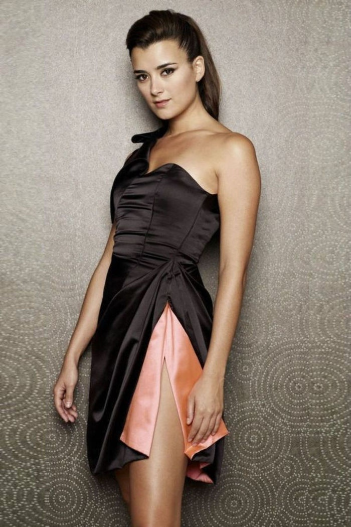 Cote de Pablo in a publicity photo for NCIS. Whew!