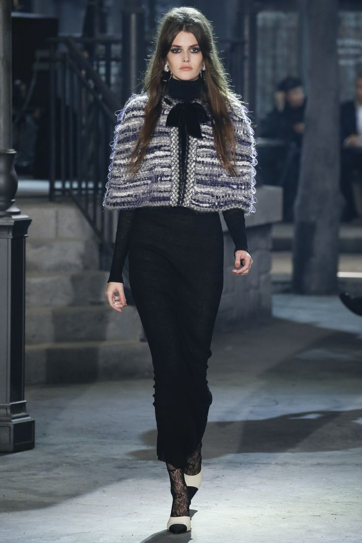 Easy capelet - liking the threaded bow at the top. Easy DIY - not even any armholes to cut & sew. Sew with Threadhead TV. ~Chanel Pre-Fall 2016 Fashion Show