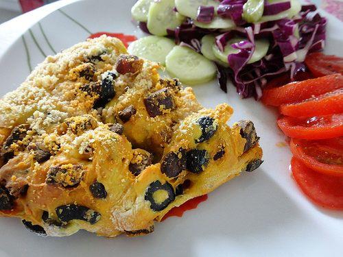 Fougasse olives noires, chorizo et parmesan - Fourchettes et Pinceaux