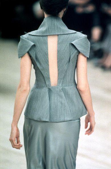 Elegant Folds sleeve & back, garment details // alexander mcqueen SS99