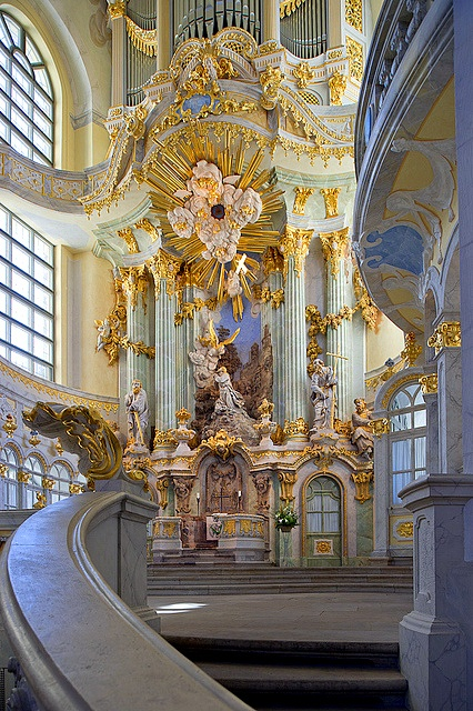Baroque architecture inside frauenkirche dresden germany for Architecture baroque