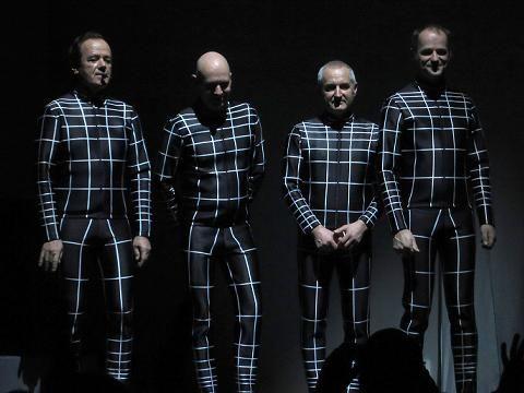 """12 giu 2013 - In una rara intervista concessa al britannico Guardian, il co-fondatore dei pionieri del kraut-rock Ralf Hütter ha confermato come i Kraftwerk siano effettivamente al lavoro su un nuovo album di inediti in studio: """"Ne abbiamo fatti otto (riferendosi…"""