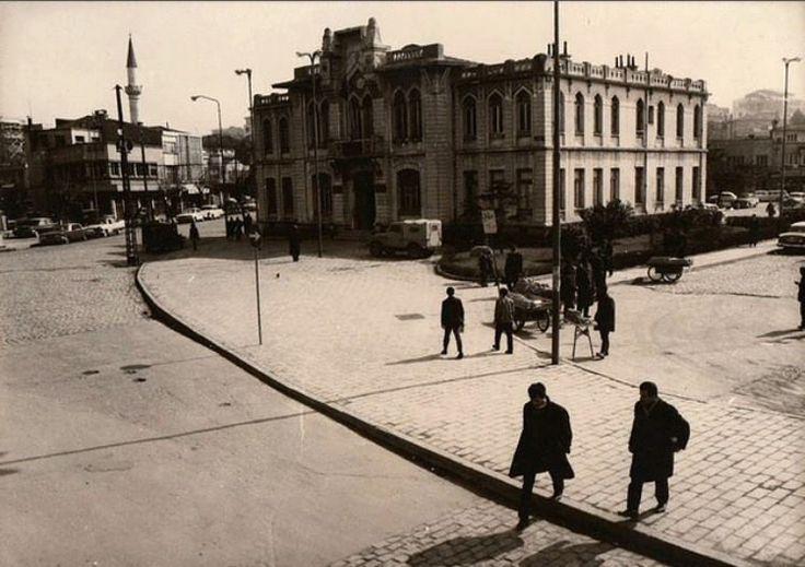 İskele karşısında yer alan Eski Kadıköy belediye binası.
