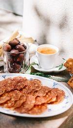 Salamichips med salsa arrabiata