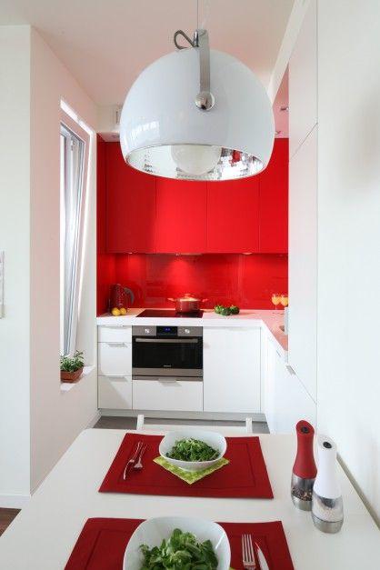 http://www.dobrzemieszkaj.pl/kuchnia_i_jadalnia/podlogi_i_sciany/107/co_polozyc_miedzy_szafkami_w_kuchni_praktyczne_rozwiazania,100867-110542.html
