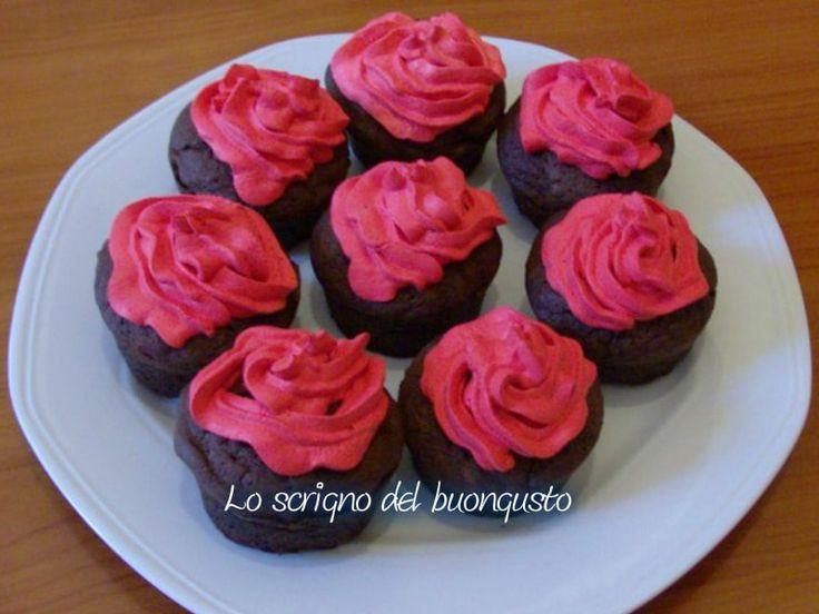 CUPCAKE PER SAN VALENTINO                               CLICCA QUI PER LA RICETTA  http://loscrignodelbuongusto.altervista.org/cupcake-di-san-valentino/                                     #cupcake #SanValentin #SanValentino2017 #ricette #Food #Foodie #ricettedolci #liketkit