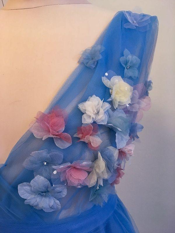 Tylové plesové šaty s hedvábnými květy